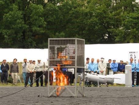 B.カートリッジ缶燃焼破裂実験