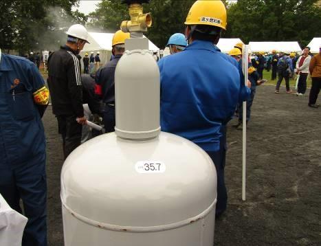 (2)LPガス緊急収納容器