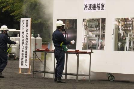 (2)地震時における冷凍冷蔵倉庫機械室からのアンモニアガス漏洩事故 対処訓練